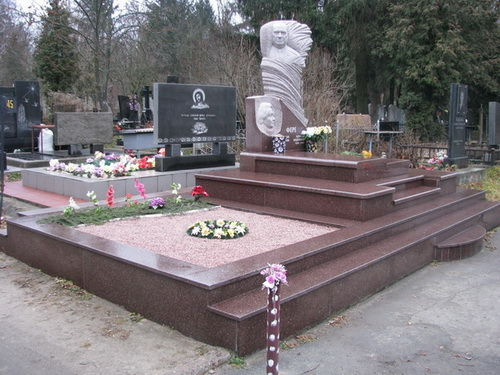 Декоративная крошка: оформление могил в особенном стиле