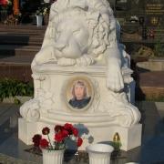 Фото установленной мемориальной скульптуры. Скульптура льва из мрамора на кладбище. Продажа мемориальной скульптуры, доставка по Украине и установка на кладбище. Стоимость мемориальной скульптуры - доступна.