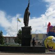 На фото монументальная статуя из бронзы Иоанна Путивльского, сразу после установки. Высота монументальной статуи 7 метров. Продажа монументальной скульптуры, от ЧП Прядко в Киеве с гарантией 10 лет. Заказать монументальную скульптуру в Киеве, можно с нашего сайта.