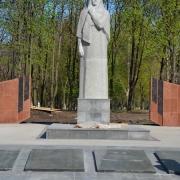 Монументальная скульптура из гранита. Высота монументальной фигуры на колонне - 5,3 м. Заказ монументальной скульптуры, в офисе ЧП Прядко в Киеве.