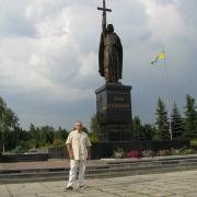 Фото монументальной статуи из бронзы после установки в г. Путивль Сумской области. Производство монументальной скульптуры в Киеве, от профессионалов.