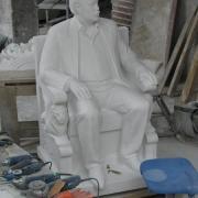 Новая скульптура из мрамора в полный рост в Киеве. Изготовление фигуры в полный рост для памятника фото.