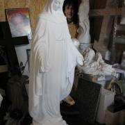 Фото статуи Богородицы. Новая скульптура Богородицы, фото после изготовления в Киеве. Высота скульптуры 120 см. Размах рук скульптуры 45 см. Цена статуи 11 тыс. грн.