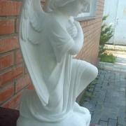 Фото ангела из белого мрамора. Высота молящегося ангела 55 см., цена мраморного ангела для памятника - доступна.