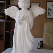 Ангелочек из мрамора для памятника; фото на производстве ЧП Прядко в Киеве. Ангел для памятника в размере: высота скорбящего анегла, 60 см.