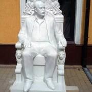 Фото новой скульптуры из мрамора созданной в Киеве. Продажа скульптуры ВИП класса из белого мрамора по доступной цене.