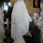 На фото статуя Богородицы в Киеве. Размер скульптуры Богородицы: Высота скульптуры 120 см. Основа скульптуры 30 х 27 см. Цена статуи 11 тыс. грн.