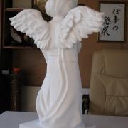 Скорбящий ангелочек из мрамора для памятника; фото изготовления на производстве ЧП Прядко в Киеве. Цена ангелочка для памятника доступна.