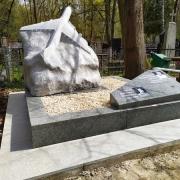 Новая скульптура. Фото скульптуры самолёта. Высота новой скульптуры - по утверждённому проекту памятника.