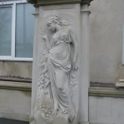 На фото изготовление фигуры в полный рост в ритуальный комплекс. Новая скульптура после изготовления, фото качественной скульптуры. Продажа скульптуры для памятников; цена производителя в Киеве.