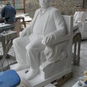 Скульптура в полный рост после изготовления в цеху фото. Новая скульптура после изготовления, фото качественной скульптуры.