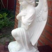 На фото ангел для памятника, стоимость ангела для памятника, доступная. Есть в наличии сейчас на складе скульптуры в Киеве.
