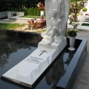 Скульптура с ангелом из мрамора. Изготовление скульптуры с ангелами ВИП класса в Киеве.