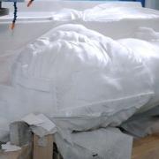 На фото новая скульптура льва из белого мрамора. Изготовление мраморной скульптуры льва большого размера.