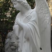 Новая скульптура. Ангел из белого бетона. Высота ангела 110 см., основа 36х53 см., вес скульптуры 195 кг., цена статуи 39 тыс .грн. Имеется в наличии сегодня; купить ангела можно в магазине Ритуальной скульптуры в Киеве, по ул. Стеценко, 18.