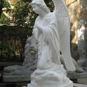 Новая скульптура. Ангел из бетона, высота ангела 110 см., основа статуи 36х53 см., вес 195 кг., цена скульптуры ангела 39 тыс.грн. Всегда в наличии на складе в Киеве. Фото ангела из бетона, после изготовления в цеху ЧП Прядко.