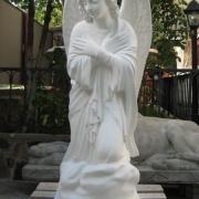 Новая скульптура. Ангел из белого бетона. Высота ангела 110 см., основа скульптуры 36х53 см., вес 195 кг., цена ангела 39 тыс.грн. Фото ангела из бетона, сразу после изготовления в цеху ЧП Прядко.