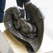 Детская скульптура. На фото модель ангела из полимера.  Цена ангела из полимера - доступна.