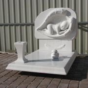 Фото скульптуры младенцу. Ритуальный комплекс младенцу из мрамора. Изготовление детской скульптуры из мрамора в Киеве сегодня.