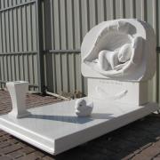Фото памятника младенцу. Изготовление скульптуры младенцу из мрамора. Заказать детскую скульптуру из мрамора, можно в офисе ЧП Прядко в Киеве.