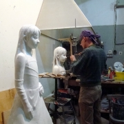 На фото изготовление скульптуры ребёнку в цеху Александра Прядко в Киеве.
