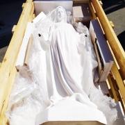 Доставка скульптуры по г. Киеву и Киевской области. Время доставки статуи - 2 часа.