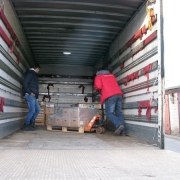 Отправка скульптуры для кладбища; качественные сосновые ящики, в которые упакована наша скульптура надёжно сохранят и обезопасят транспортировку статуй по Украине и за рубеж.