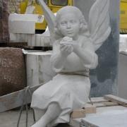 Гипсовая модель ангела для памятника. Фото готовой модели в гипсе, перед переводом в мрамор. Высота модели ангела 1м.