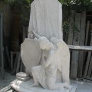 На фото готовая модель ангела для памятника. Изготовление модели скульптуры под заказ, от профессионалов в Киеве. Качественные модели ангелов под заказ.