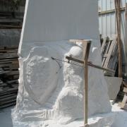 На фото скульптура ангела из белого мрамора. Изготовление фигуры ангела; производство скульптуры ангелов в Киеве с гарантией 10 лет.