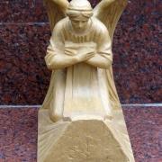 Проект в виде макета будущей элитарной скульптуры ангела для кладбища. Фото ангела перед изготовлением модели скульптуры и переводом её в мрамор. Изготовление скульптуры ангела из мрамора в цеху сегодня.