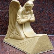 Макет коленопреклонённого ангела перед изготовлением модели скульптуры и переводом её в мрамор. Изготовление элитных фигур из мрамора ВИП класса в Киеве сегодня. Производство ангелов из мрамора с гарантией 10 лет.
