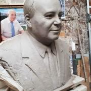 Фото бюста для памятника. Изготовление портрета в глине.