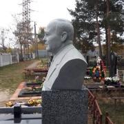 Фото бюста из гранита на колонне. Заказать бюст из гранита - можно с сайта: https://www.prjadko.kiev.ua