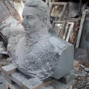 Фото вырубки бюста для памятника. Размер бюста для памятника - 60 х 50 х 30 см.