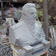 Вырубка бюста для памятника. Высота бюста для памятника - 60 см.