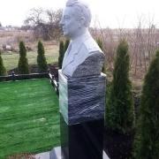 Бюст для памятника. Высота бюста для памятника - 60 см.