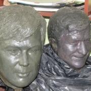 Модели из бюстов пластилина; фото сразу после изготовления перед восковкой и снятием форм. Цена бронзового бюста для памятника $5,5 тыс.