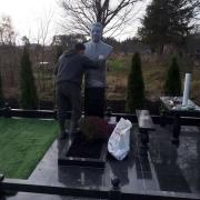 Бюст для памятника на кладбище. Фото бюста на колонне.
