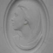 Барельеф на памятник; фото в мраморе. Цена барельефа из мрамора $1 тыс. На фото изготовление барельефа на памятник. Памятники с мраморными барельефами; изготовление в Киеве сегодня.