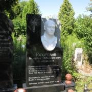 Памятник с барельефом, фото памятника на кладбище с мраморным барельефом. Изготовление барельефов из белого мрамора в Киеве.