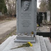 Барельеф на памятнике из гранита; фото установленного памятника на кладбище. Цена барельефа для памятника $3 тыс.
