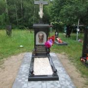 Фото памятника на кладбище. Памятник с крестом и барельефом из бронзы; размер барельефа из бронзы: 28 х 40 см.