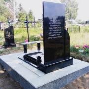 Обратная сторона памятника. Фото памятника с барельефом на могиле. Заказать памятник с барельефом, можно в Магазине Ритуальной скульптуры в Киеве.