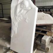 Фото памятника с ангелом. Высота памятника с ангелом - 130 см. Доступная стоимость памятника с барельефом.