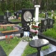 Изготовление барельефа на памятник. Фото барельефа на кладбище. Цена барельефа для памятника $2,5 тыс. Заказать барельеф для памятника, можно в магазине Ритуальной скульптуры в Киеве.