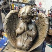 Фото ангела из полимера. Высота ангела из полимера - 54 см., глубина скульптуры - 21 см., ширина скульптуры ангела - 57 см.