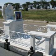 Фото скульптуры девушки. Скульптура из полимера. Высота скульптуры ангела - 176 см.