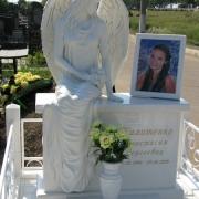Фото скульптуры из полимера. Высота скульптуры девушки - 176 см. Цена скульптуры ангела - доступна.