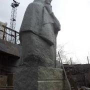 Фото фигуры из гранита. Высота фигуры из гранита - 3,6 м. Заказ скульптуры из гранита - со стр. сайта: https://www.prjadko.kiev.ua/kontakty.html
